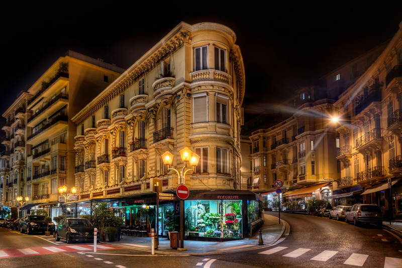 Monaco is very known for its money and Formula 1. However, Monaco is a very beautiful city too. It is the second smallest country in the world. Only the Vatican is smaller. You find all sorts of beautiful old buildings. This flowerist on the corner I particularly liked. Photo by: Jacob Surland, www.caughtinpixels.com